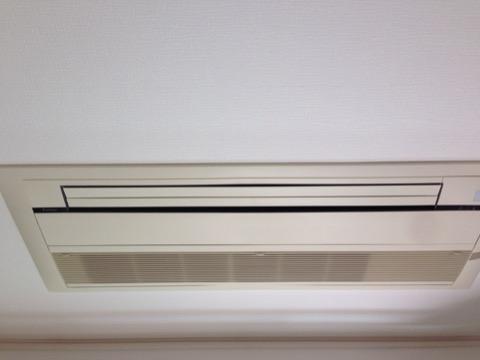 天井埋め込み型1方向のエアコンクリーニングへ