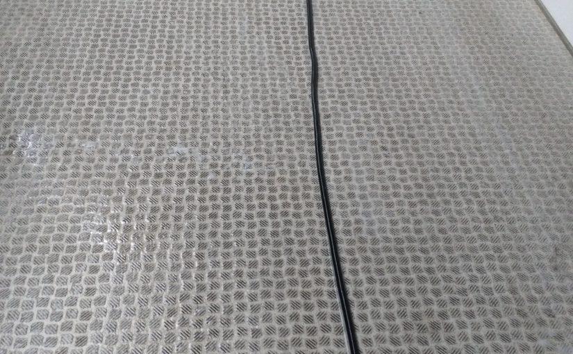 マンション共用部の床の大掃除