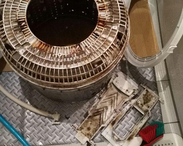東芝の洗濯機分解クリーニング AW-60SDF